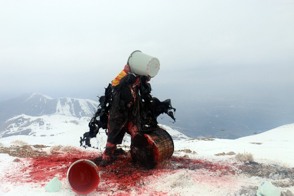 3 Bin Rakımlı Dağdan Davul Çalarak Şiddete Karşı Ses Verdi