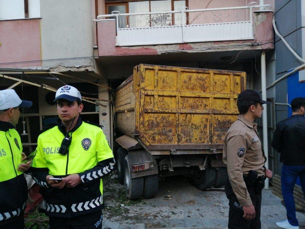 Kahvehaneye Dalan Kamyonun Şoförü Tutuklandı