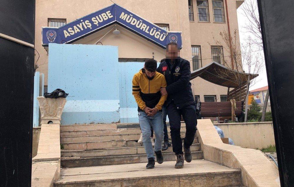 Akaryakıt İstasyonunu Basan Maskeli Ve Silahlı Şahıslar Yakalandı