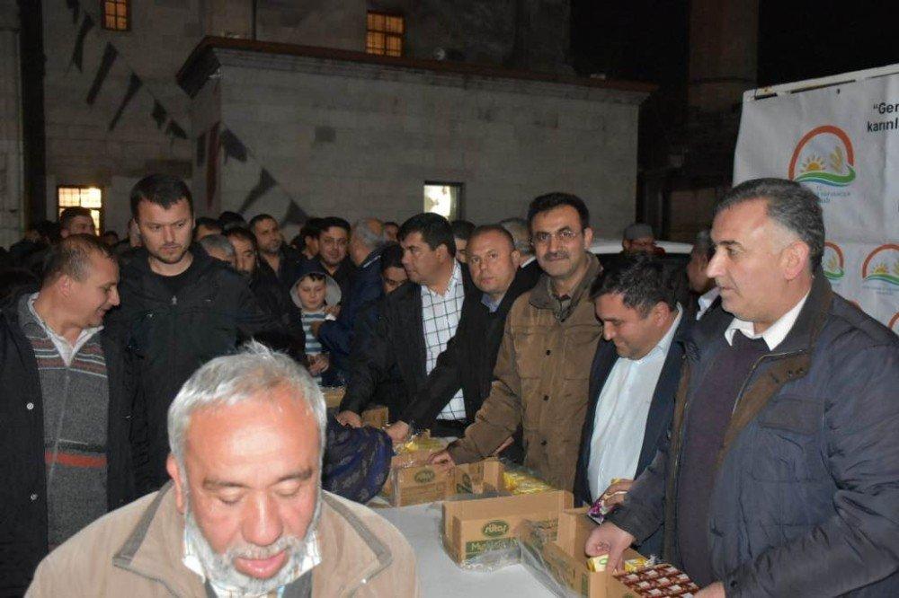 Aksaray'da Vatandaşlara Süt İkramı