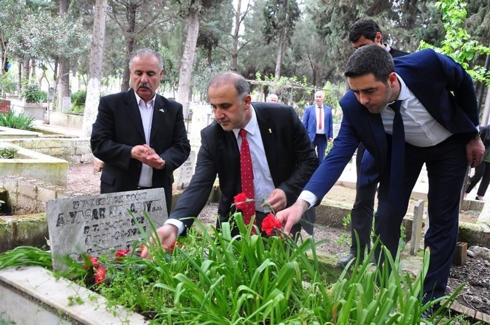 Başkan Kaya Eski Başkanları Mezarları Başında Andı