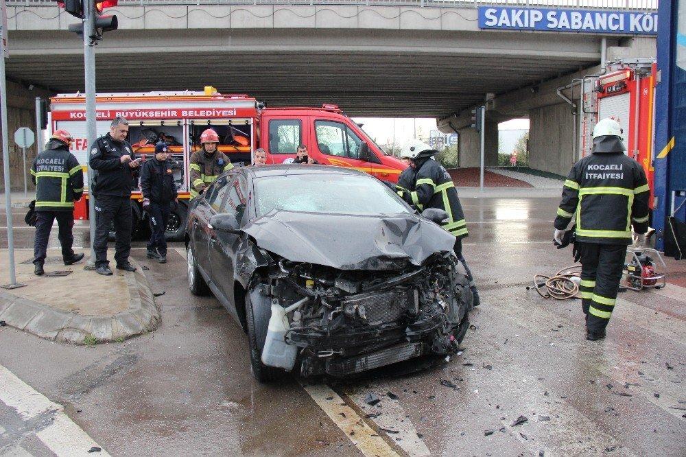Otomobil İle Tır Kavşakta Çarpıştı: 1'i Çocuk 4 Yaralı