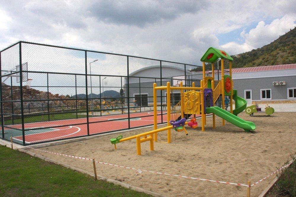 Çamlıca Mahallesi'ne Yeni Çocuk Parkı