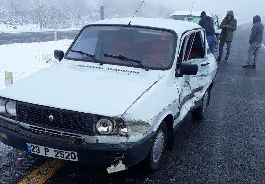 Elazığ-bingöl Yolunda Kaza:3 Yaralı