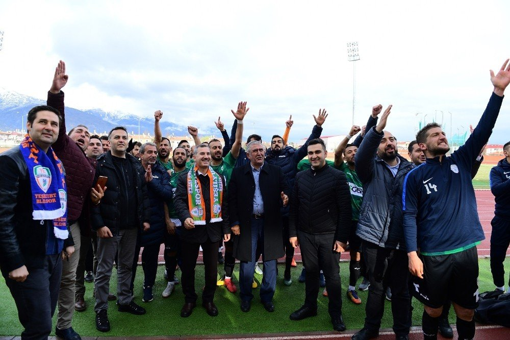 Yeşilyurt'ta Şampiyonluk Sevinci