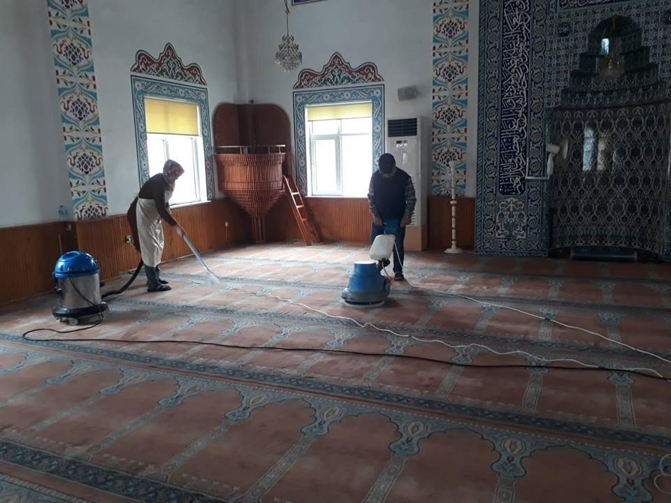 Gülüç Belediyesi Beldede Ki Camileri Temizliyor