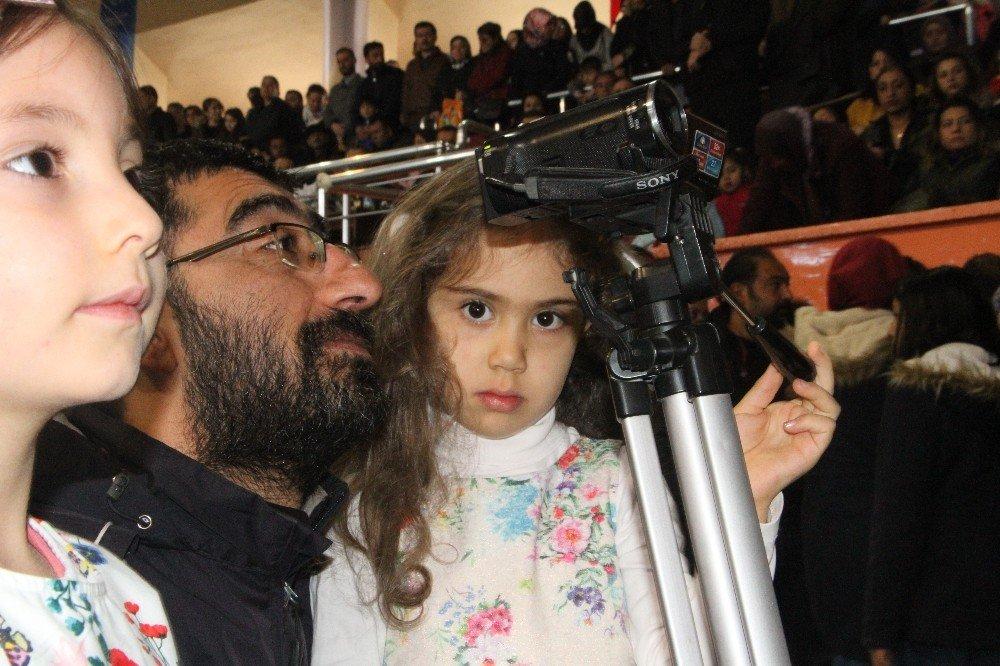 23 Nisanda Gazeteci Babasının Mesleğini Devraldı