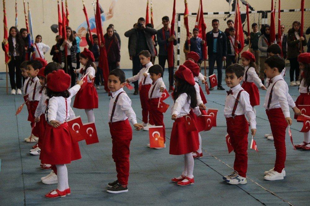 Bitlis'te 23 Nisan Ulusal Egemenlik Ve Çocuk Bayramı Coşkuyla Kutlandı