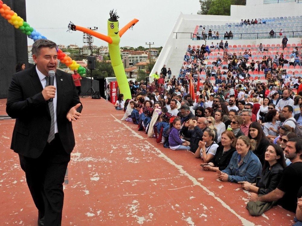 Çeşme'de Karnaval Gibi Çocuk Şenliği