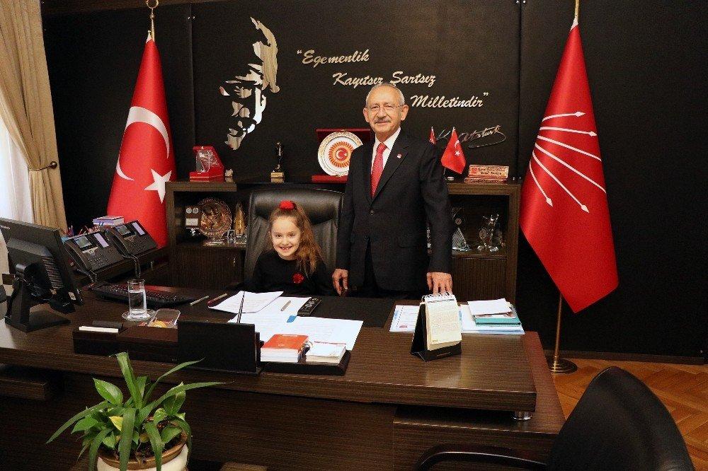 Chp Lideri Kılıçdaroğlu, Koltuğunu Şehit Çocuğuna Devretti