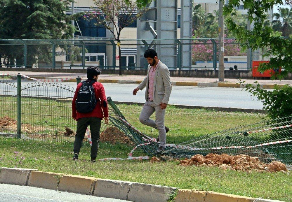 Üniversiteli Gençleri Çileden Çıkartan 250 Metrelik Üst Geçit