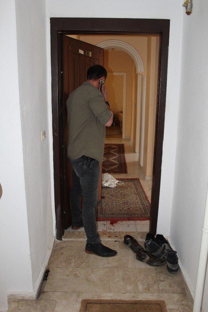 Rus Uyruklu Türk Vatandaşı Kadının, Tartıştığı Erkeği Bıçakladığı İddiası