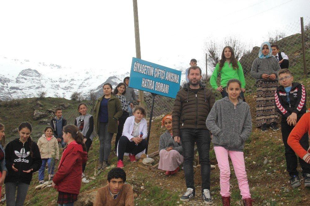 Kalp Krizi Geçiren Arkadaşları Anısına Ormanlık Alan Oluşturdular