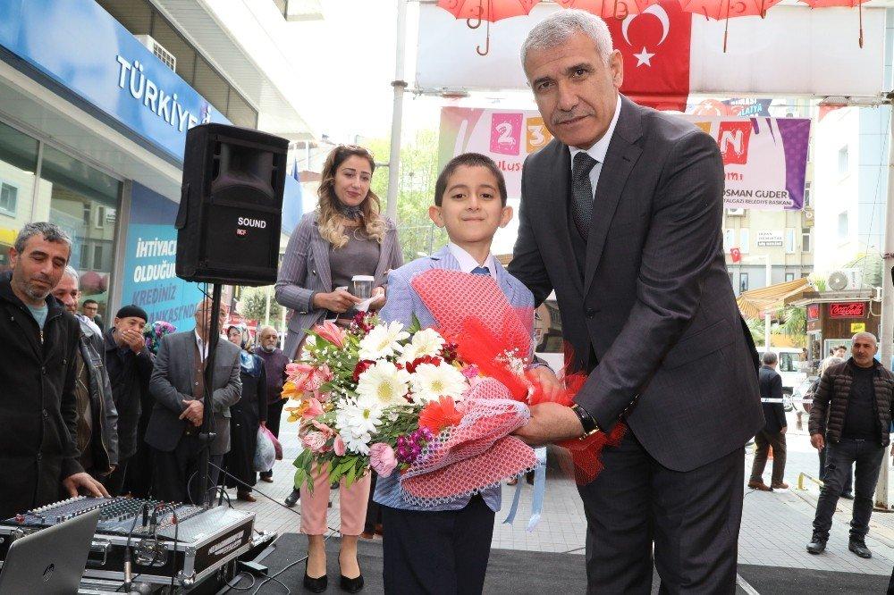 Çocuklar Şemsiye Sokakta Bayramlarını Coşku İle Kutladı