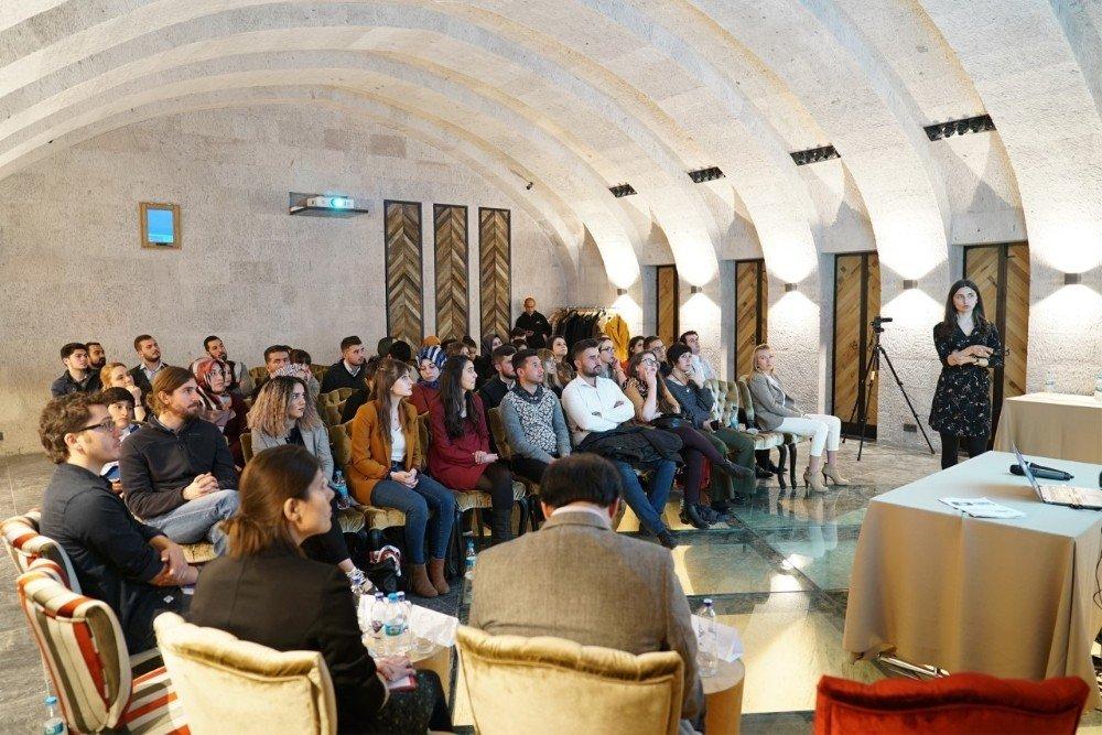 Bezirhane'de Suriyeli Sığınmacılar Konuşuldu