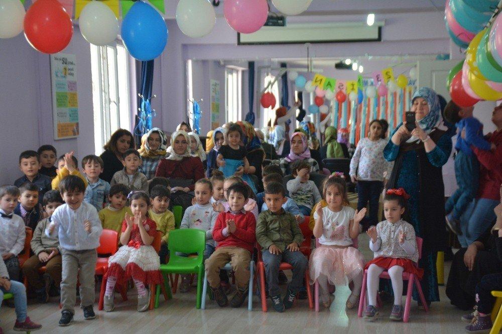 """Tatvan'da """"Çocuk Şenliği"""" Düzenledi"""