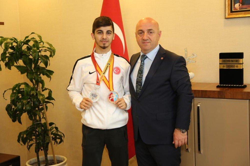 Genç Karateciden Başkan Bıyık'a Olimpiyat Sözü