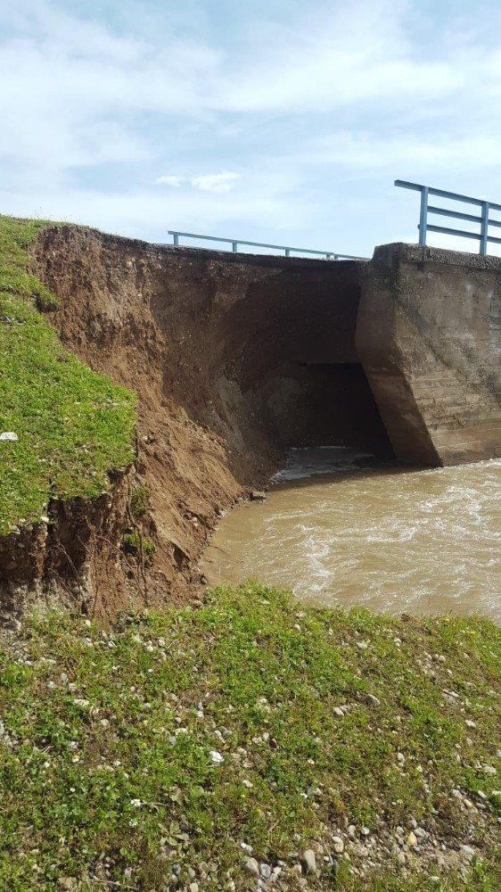 Bismil'de Yoğun Yağışlar Nedeni İle Köprü Çöktü