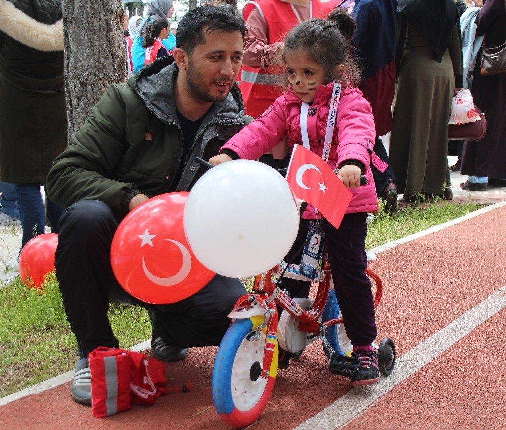 Elazığ'da Bin 500 Çocuk,festivalde Renkli Görüntüler Oluşturdu