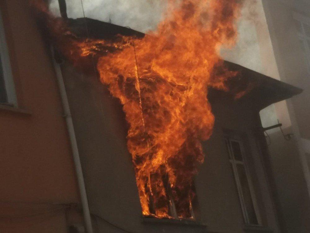 Öğrenci Evi Yangında Kül Oldu