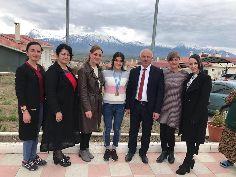 Ahıskalı Güreşçi Elvira Kamaloğlu, Birinci Oldu
