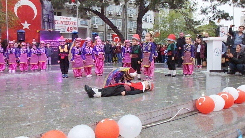 Burhaniye'de Halk Oyunları Şenliği Yapıldı