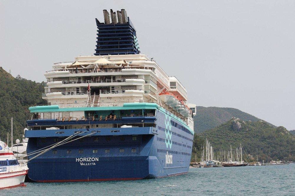 Bin 572 Turisti Taşıyan Kruvaziyer, Marmaris Limanı'na Demirledi