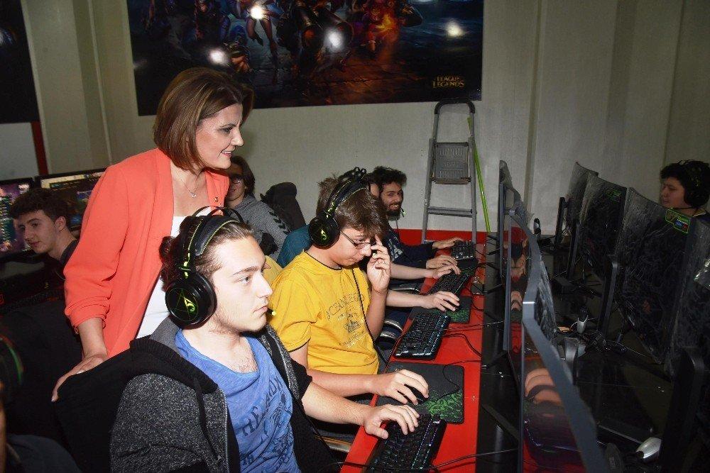 İzmit'te League Of Legends Turnuvasına Yoğun İlgi