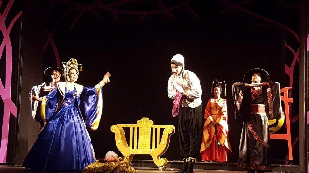 Kocaeli Şehir Tiyatroları, İzmir'de Sahne Aldı
