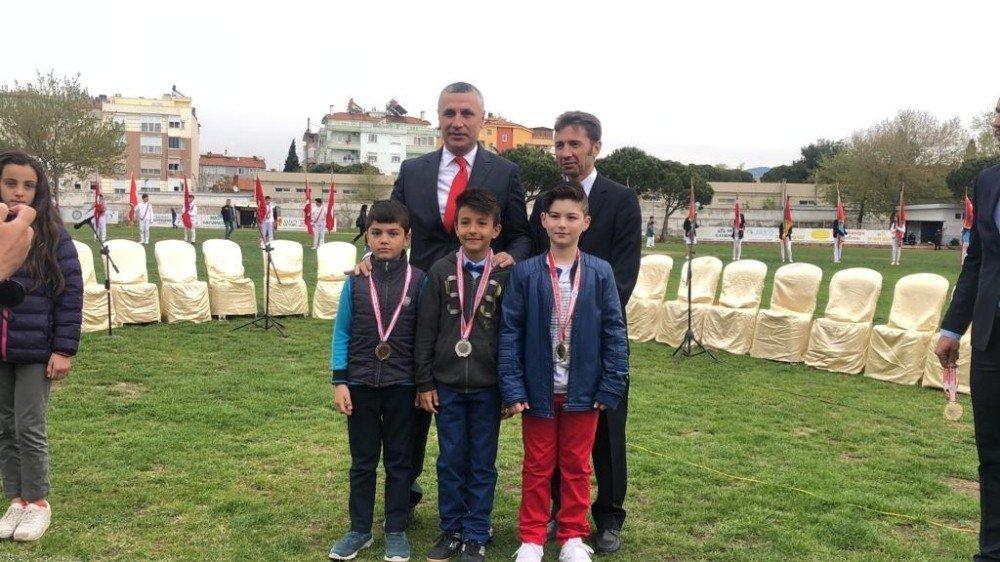 Burhaniye'de Hasan Taha Atletizmde İlçe Birincisi Oldu