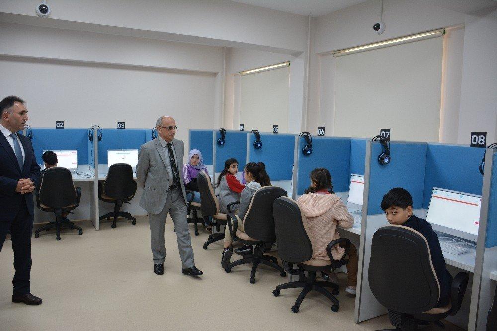 Dört Beceride İlk Türkçe Elektronik Sınavı Düzenledi