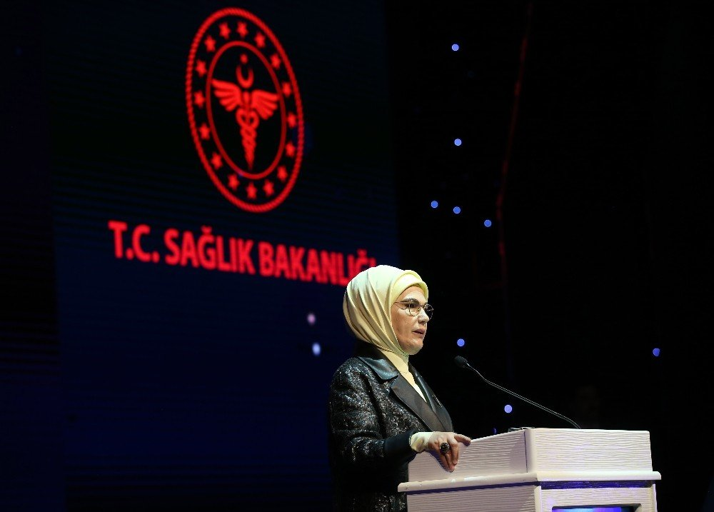 """Eminde Erdoğan: """"Kronik Hastalık Seyri Devam Ederse Hastalığın Pençesinde Kıvranacağız"""""""