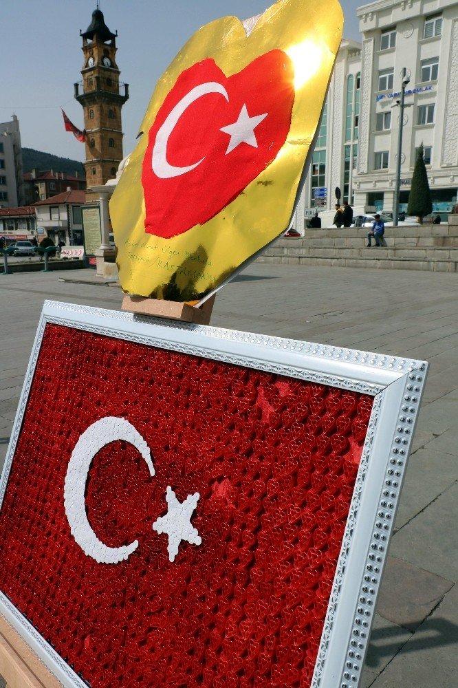 Fındık, Çekirdek Ve Kadayıftan Türk Bayrağı Yaptılar