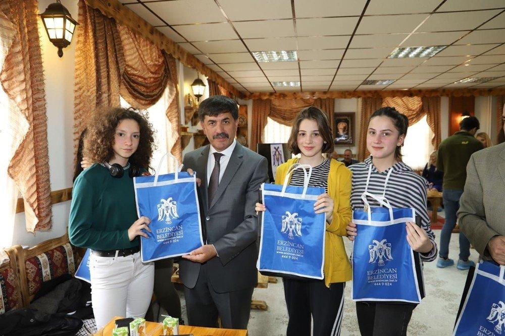 Batumlu Öğrencilerden Başkan Aksun'a Ziyaret