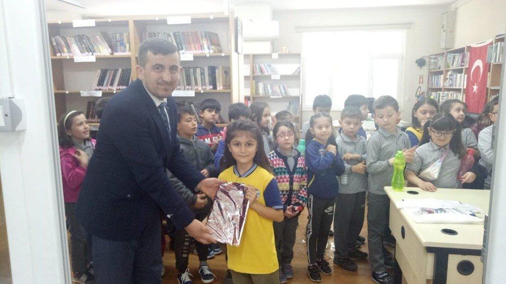Kütüphanenin Bir Günlük Müdürü Elif Mesaiye Başladı