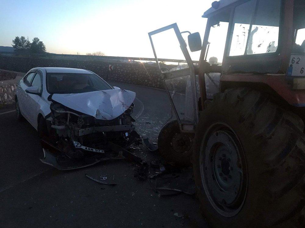 Traktör İle Otomobil Çarpıştı: 5 Yaralı