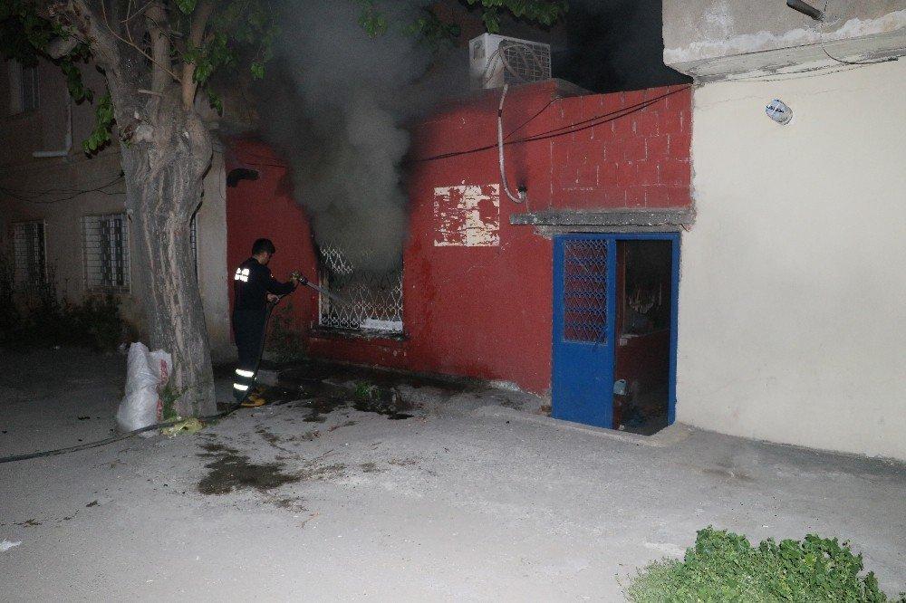 Alkollü Şahıs Önce Evini Yaktı Sonra Polise Teslim Olmamak İçin İçeriden Çıkmadı