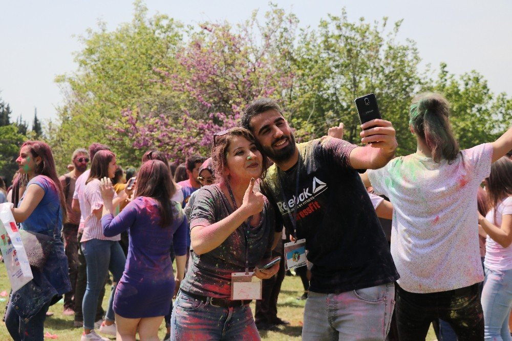 Adana'da Color Festivali Coşkusu
