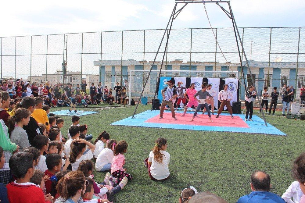 Samsat'ta Çocuklar Sirk Gösterileri İle Eğlendi