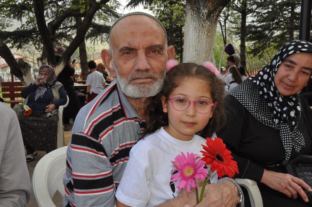 Afyonkarahisar Huzur Evi'nde 23 Nisan Coşkusu
