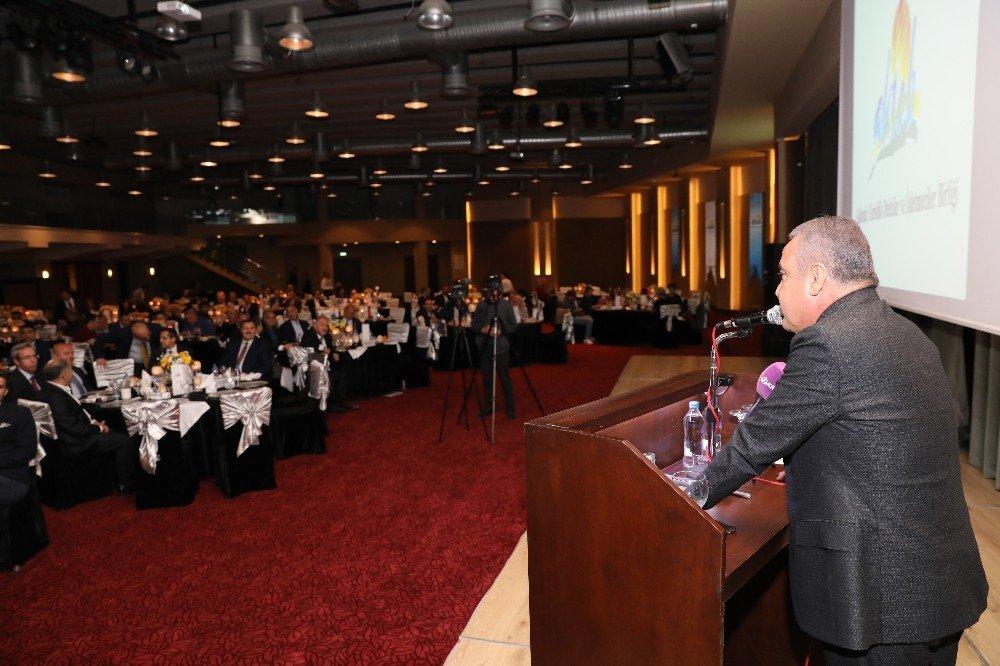 Başkan Böcek, 'Turizmcilerimizin Emrinde Olacağız'