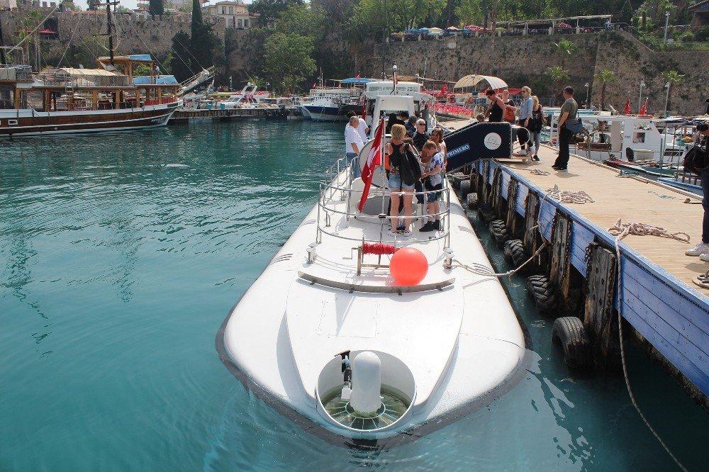 Günde 5 Kez Dalıp 22 Bin Turisti Denizin Altına İndirecek