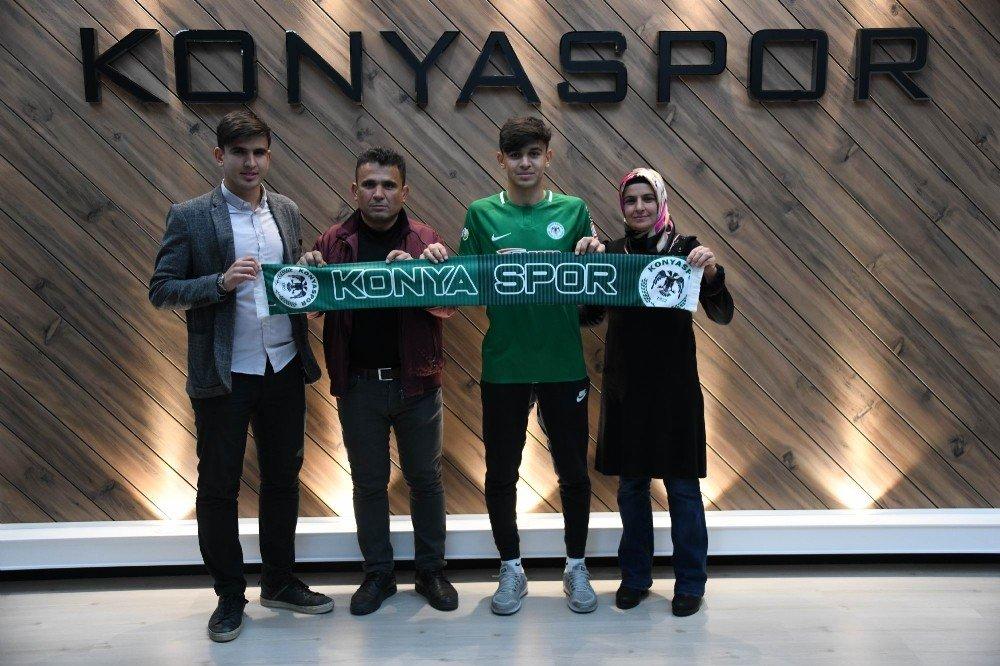 Konyaspor, Ali Karakaya İle Profesyonel Sözleşme İmzaladı