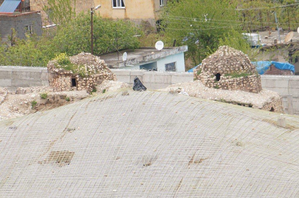 Sular Altında Kalacak Olan Tarihi Caminin Etrafı Beton Bloklarla Çevrildi