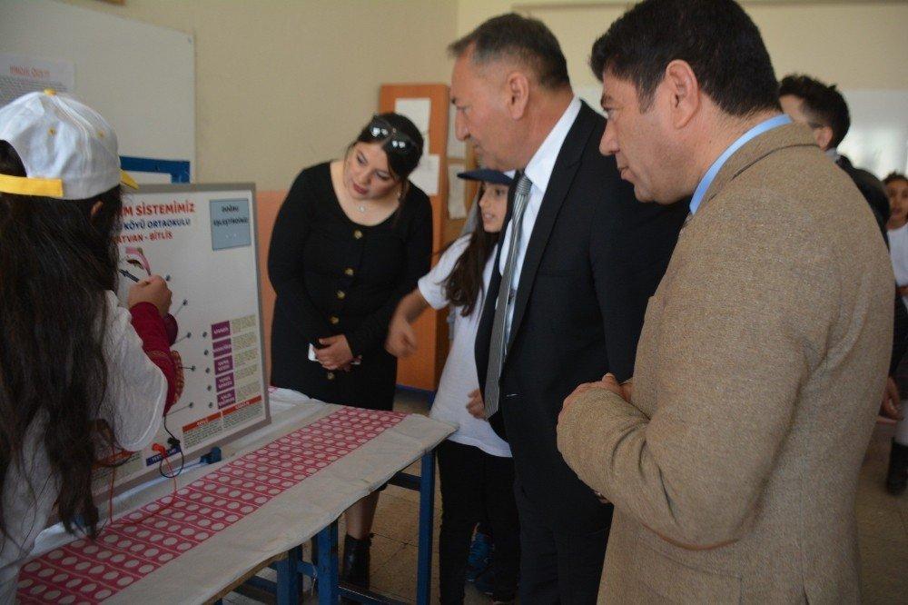 Benekliköyü Ortaokulu Tübitak Bilim Fuarı Düzenledi