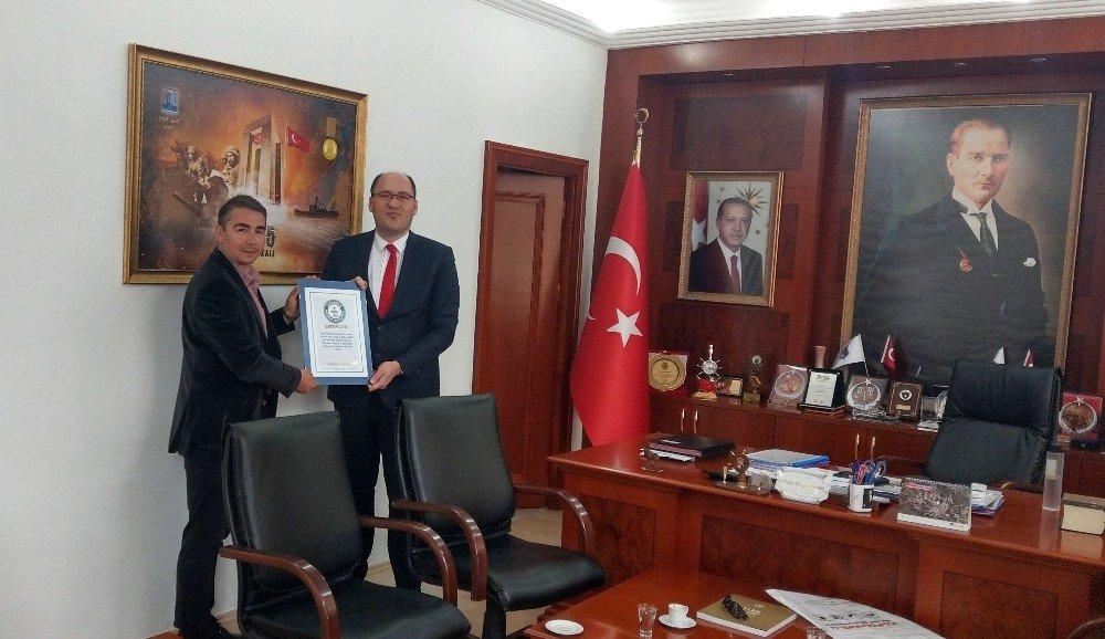 Cem Karabay, Dünya Rekoruna Ait Sertifikaları Hediye Etti