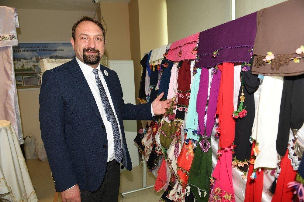 Çiğli'de El Sanatları Sergisine Yoğun İlgi