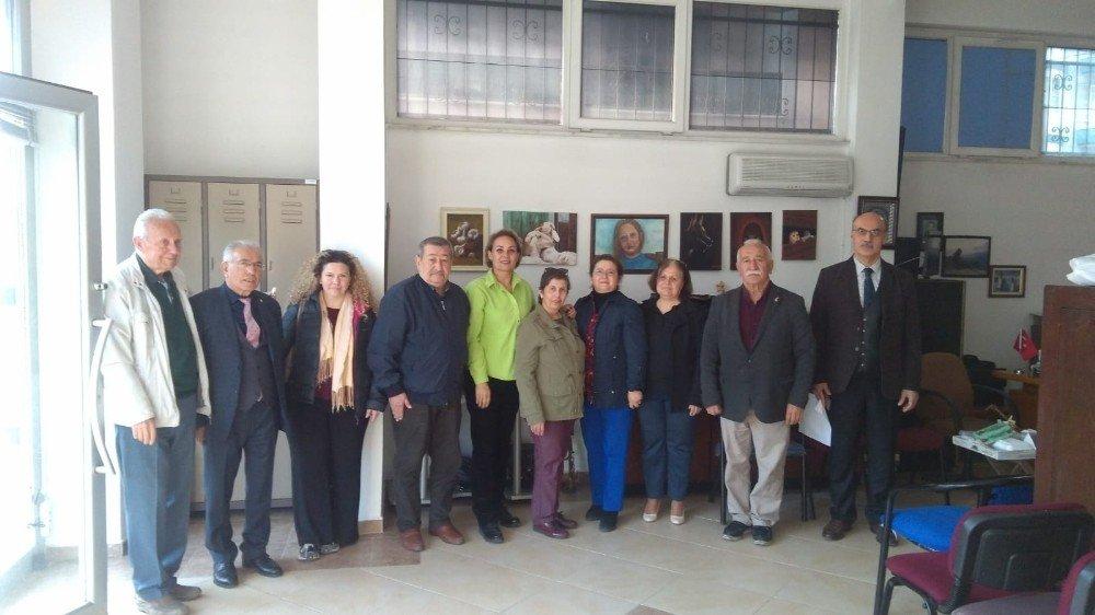 Burhaniye'de Yüksek Öğrenim Derneği Genel Kurulunu Yaptı