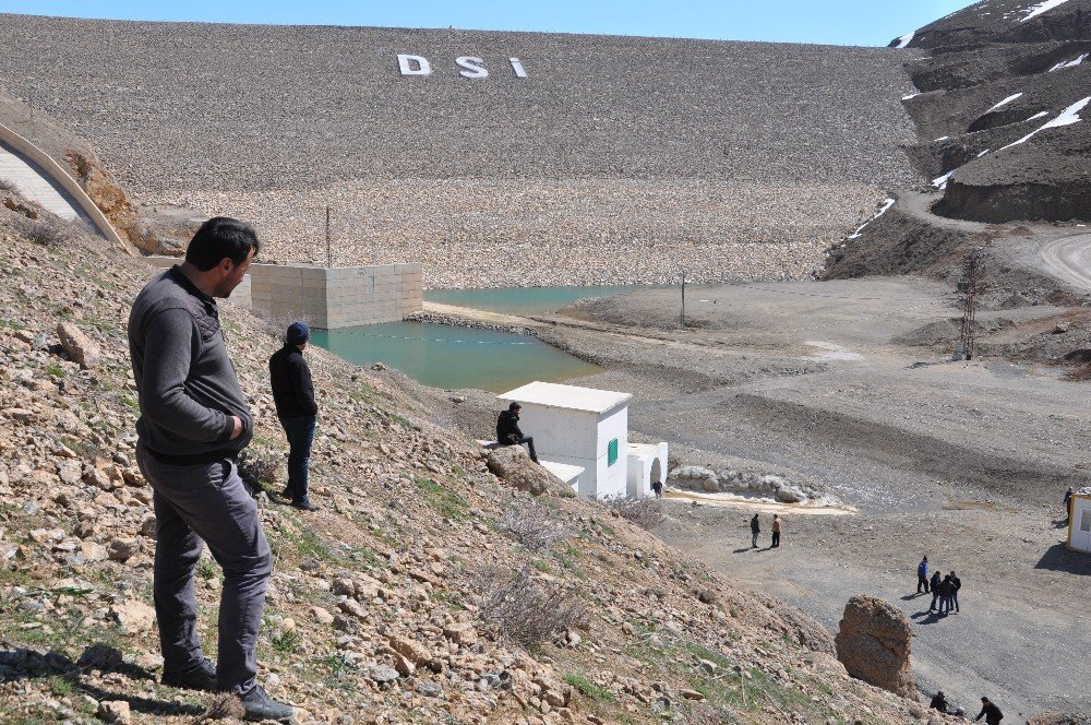Su Seviyesi Yükselen Barajın Kapakları Açıldı