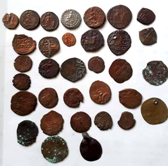 Tarihi Bronz Ve Gümüş Sikkeleri Satmak İsterken Yakalandılar